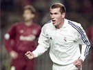 Fotbalista Realu Madrid Zinedine Zidane při utkání s AC Sparta Praha. (21. listopadu 2001)