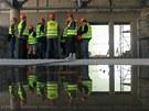 Nově se předpokládá, že vnitřní bazén bude otevřen příští rok v dubnu, venkovní