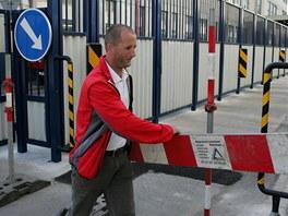 Řidiči v Náchodě mohou nově projíždět jednosměrnou ulicí přes areál továrny