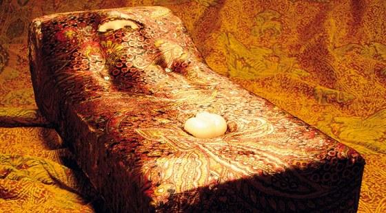 Pohovka pro Sigmunda Freuda. Šokující návrh sofa, jehož čalounění vychází z