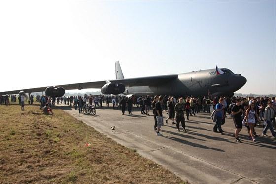 Vznik tankovacího letounu KC-135 si vynutilo nasazení bombardéru B-52 do