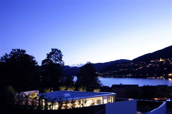 Vila stojí v malé švýcarské vesničce Brusino Arsizio.