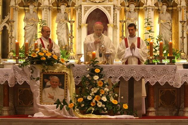 Ostatky blahoslaveného Jana Pavla II. katedrále sv. Václava v Olomouci daroval