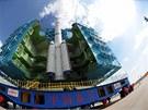 Čínská raketa Dlouhý pochod je připravena na start s osmitunovým modulem Tchien-kung 1 (Nebeský palác).