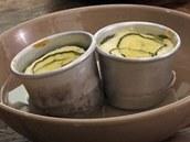 Po upečení dortíky ve formičkách zchlaďte ve studené vodě.