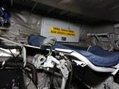 Kyslíková maska, hlavová opěrka a lehátko operátora tankování