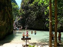 Thajsko, Ostrov Phi Phi Leh, pláž Maya - Po krátké procházce do vnitrozemí z