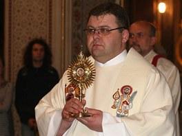 Relikvi�� s ostatky blahoslaven�ho Jana Pavla II., kter� katedr�le sv. V�clava