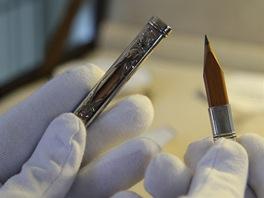 Tužka značky Cross ve stříbrném pouzdře vyráběná v letech 1846 až 1890.