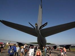 Umístění tankovacího ramene v zadní části stroje KC-135 budilo u návšěvníků Dnů