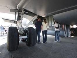 Zadní podvozkové šachty v obležení návštěvníků desátých Dnů NATO
