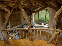 Jako první byl postavený rám domu, pak přišla na řadu střecha.