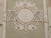 Detail historické výmalby tachovské jízdárny