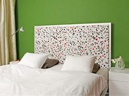 Postel Aluminium bed MDF Italia s atraktivně dekorovaným čelem skvěle vyniká na