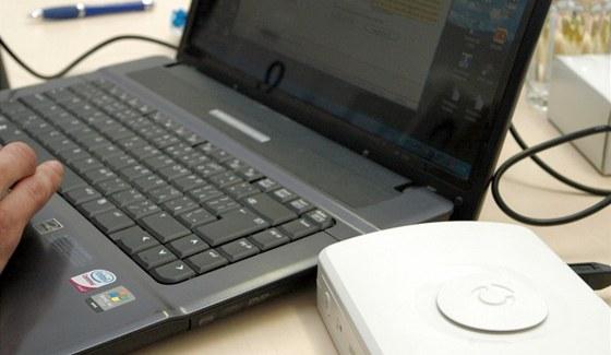 Komunikátor připojíte přes USB kabel do počítače a nastavíte si vše potřebné.
