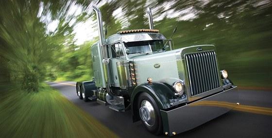Klasický americký truck značky Peterbilt je jedním nejrozšířenějších tahačů při