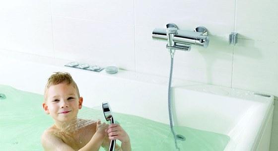 P�epnut� vanov� baterie na sprchov�n� je velmi jednoduch�, m� devades�ti