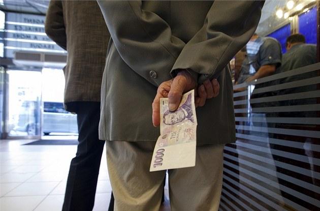 Peníze, bankovka, tisíc, korun, d�chodci, sm�nárny, penze