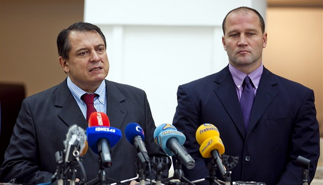 Ji�í Paroubek a Ji�í �légr oznámili na tiskové konferenci odchod z �SSD. (7.