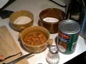 Mimo dýni budete potřebovat mandle, moučkový cukr a kokosové mléko.