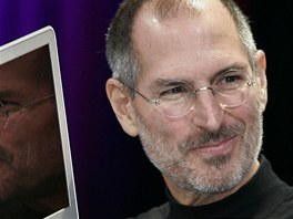 Steve Jobs s novým ultratenkým MacBook Air
