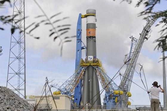 Raketa Sojuz během zkoušek na kosmodromu ve Francouzské Guyaně. Raketě chybí
