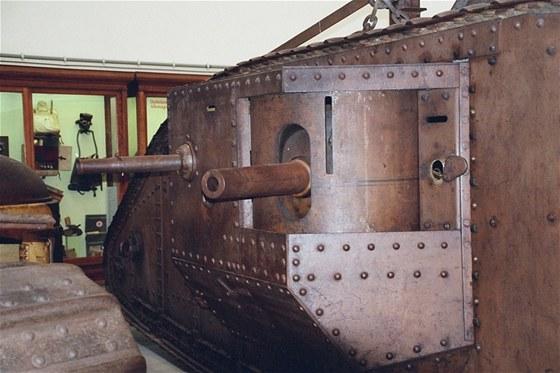 Umístění výzbroje britských tanků do bočních sponsonů bylo dané snahou