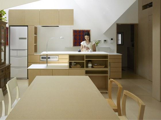 Pohled z jídelny do kuchyně