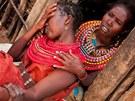 Obřízka mladé Samburky Lembany v severní Keni