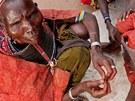 Cec�lia se chyst� prov�st ob��zku mlad� Samburky v severn� Keni