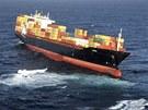 Z poškozené liberijské kontejnerové lodi Rena u novozélandského pobřeží vytéká palivo.  (6. října 2011)