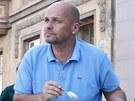 Zdeněk Pohlreich při ochutnávce rybích dobrot na pardubickém náměstí.