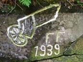Tajuplné nápisy na skalách