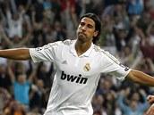 Khedira z Realu Madrid slaví trefu do branky Lyonu