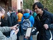 Turistovi z Jižní Koreji se Matt podepsal na tablet
