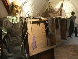 Šestimetrová napodobenina pramice z 16. století upoutá také svým nátěrem -