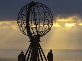 Kovový globus na nejsevernějším výběžku Evropy zvaném Nord  Cap