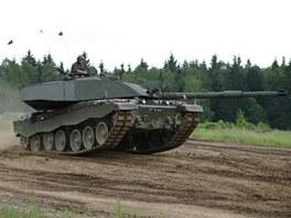 Tank Challenger 2 předvádí, že navzdory své hmotnosti se dokáže v terénu celkem