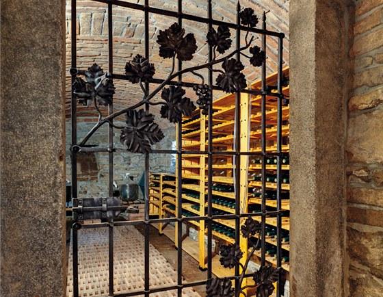 Vinný sklípek v suterénu nahradil starou uhelnu.