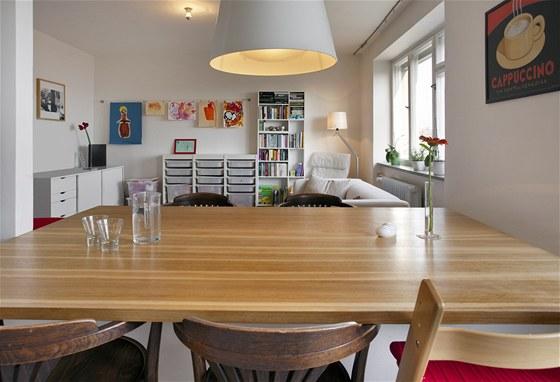 Pro dobré fungování domácnosti pak postačí i starší židle, ty dodají bytu osobitý styl.