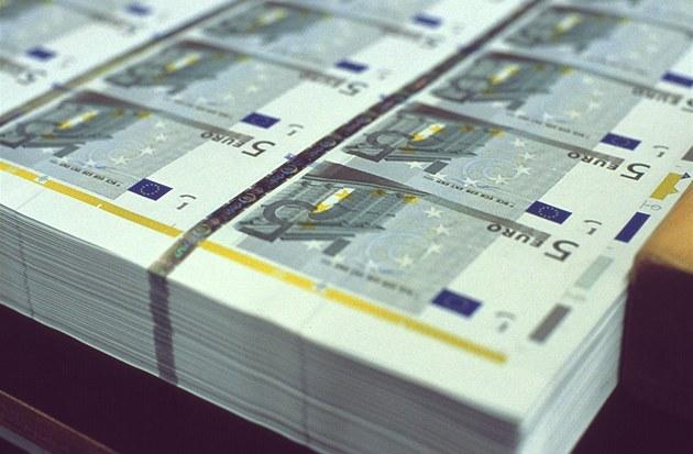 Úv�ry od EIB jsou výhodné, financovat v�ak mohou jen polovinu projektu.