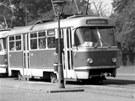 Pokud m�ly vozy T3 v prvn�m obdob� provozu nahradit kapacitu star�ch t��vozov�ch vlak�, kter� byly schopn� p�epravit p�i maxim�ln�m obsazen� a� 218 cestuj�c�ch, musely zpo��tku jezdit dva s�lo vozy v ur�it�m odstupu za sebou, av�ak podle stejn�ho j�zdn�ho ��du. �asem se za�aly tramvaje sp�ahovat do dvojic. Prvn�ch sedm sp�a�en�ch dvojic tramvaj� T3 se objevilo na lince ��slo 5 od 13. �ervence 1964.