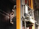 Robot, který na detektor OPERA vyměňuje tzv. cihly v detektoru. Ty tvoří vrstvy