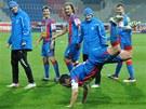 OSLAVA. Kapit�n plze�sk�ch fotbalist� Pavel Horv�th bav� div�ky roztodivnou