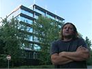 Architekt Stanislav Fiala před budovou MUZO