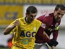Teplick� z�lo�n�k Admir Ljevakovi� (vlevo) v souboji se spar�ansk�m kapit�nem