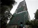 Podivná budova má 27 pater. Obytná plocha je 37 tisíc metrů čtverečních.