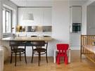Pro malé děti je důležitý kontakt s matkou po celý den. Obývací pokoj spojený s kuchyní je tedy prostorem, kde děti chtějí mít své místo na hraní.