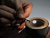 Pícka na popouštění kovových součástek na požadovaný barevný odstín. Teď už