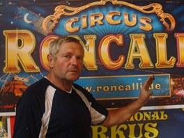 Ivan Ringel vlastní osm set unikátních cirkusových plakátů. A ke každému dokáže